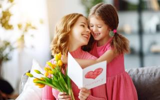 Веселые стихи ко Дню матери для мамы от дочери