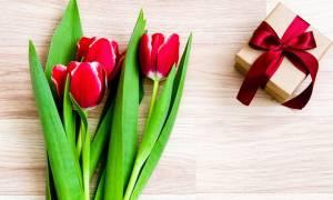 Что подарить учителю на 8 марта